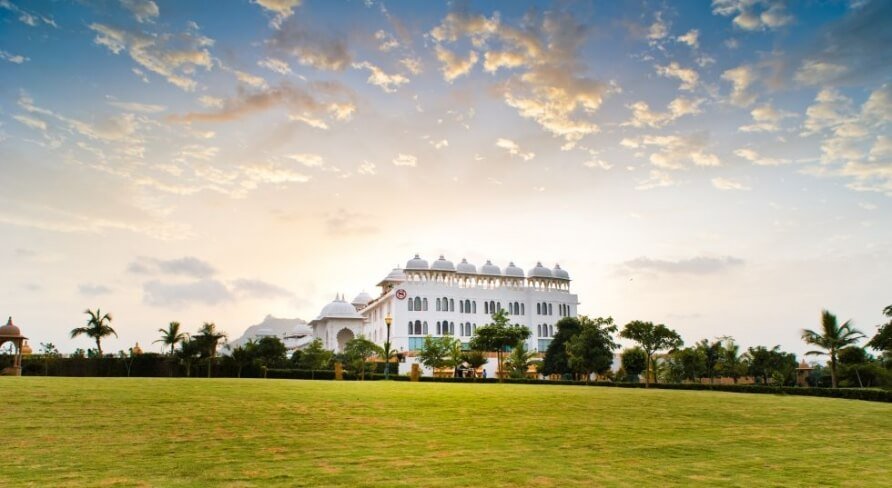 A-Gujarati-Destination-Wedding-Sheraton Palace Udaipur now Radisson Udaipur planned by Memorable Indian Weddings (7)