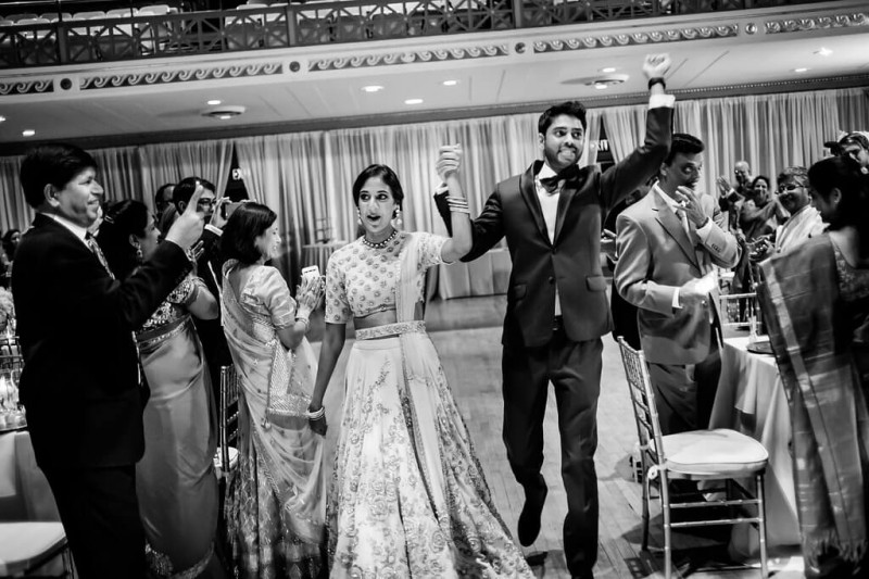 Real Wedding of Kavya and Pranay _ Photography by Davina and Daniel Ecletic fusion Indian American Wedding Planning India Mehndi Reception (34)