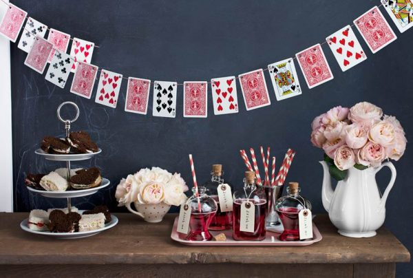 Alice-in-Wonderland-Tea-party-Weddings Mad hatter tablesetup1