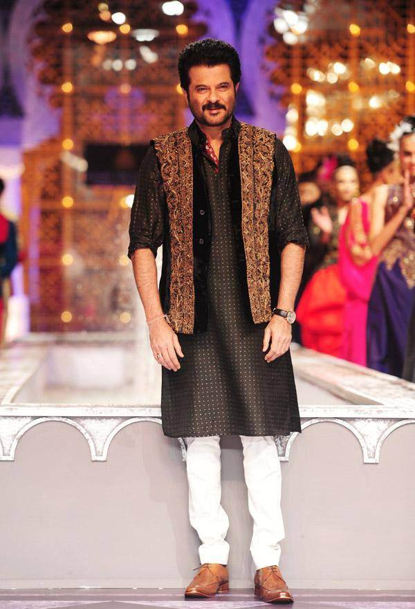 Bollywood-actor-Anil-Kapoor-displays-creation for Raghavendra Rathore Indian Bridal Fashion Week 2013