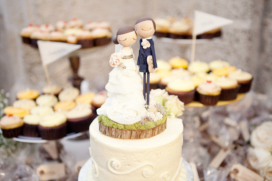 cute-bride-groom-wedding-cake-toppers-custom-with-realistic-wedding-garb 1313photography