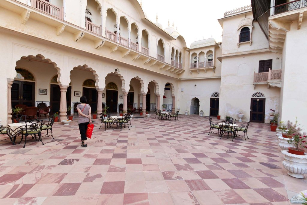 Reception courtyard of the Alsisar palace.